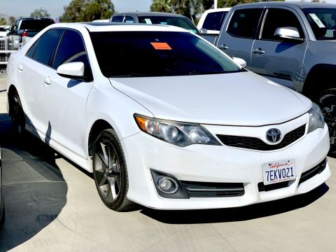 Pre-Owned 2014 Toyota Camry SE